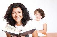 dziewczyny podczas czytania